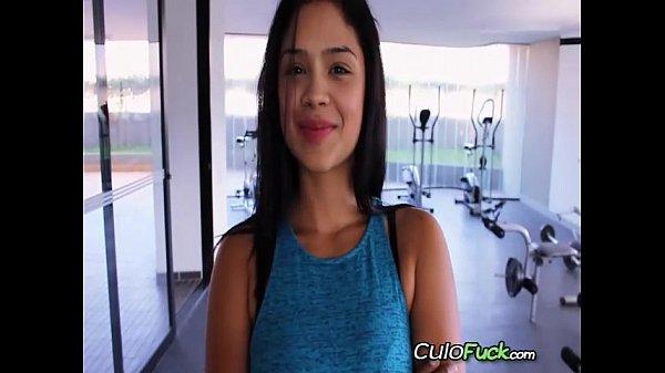 Buscando A Colombiana Puta en El Gym