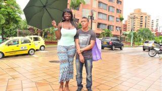 Negra Colombiana de Culo Gigante Culeada por Jovencito